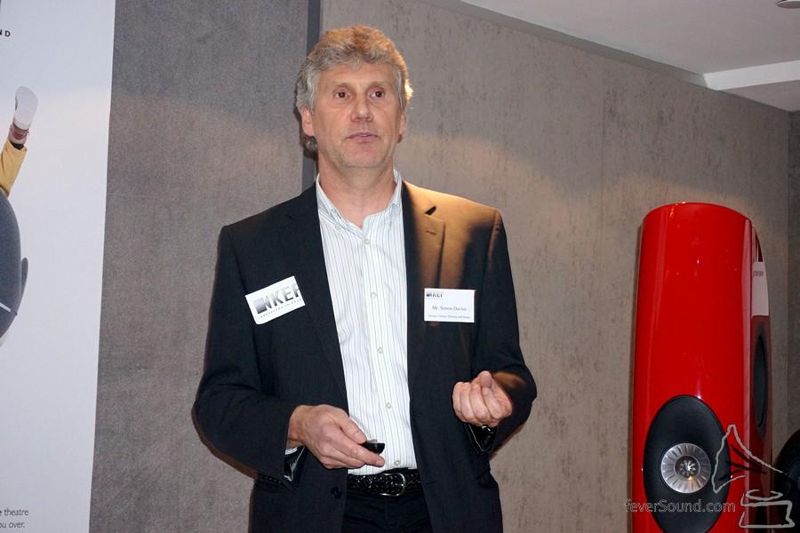 KEF 產品發展及設計總監 Mr. Simon Davies。