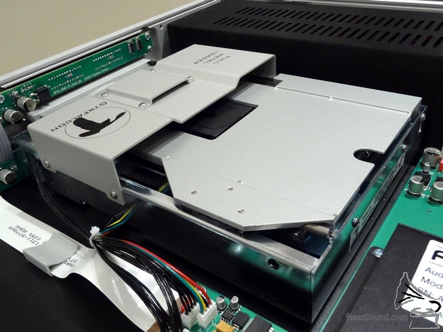 使用 Philips 光頭及金屬固定的法國製轉盤。