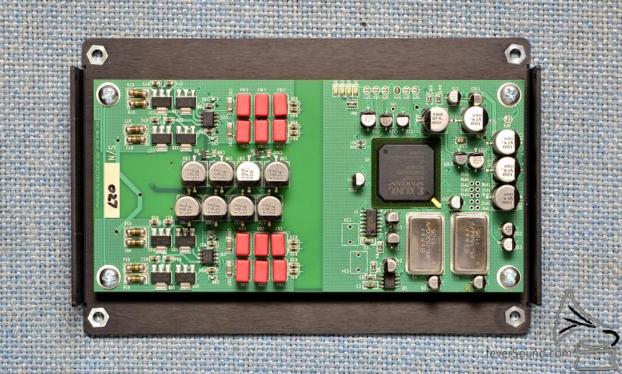 左邊為模擬放大,使用大量補品級 Wima 薄膜電容。