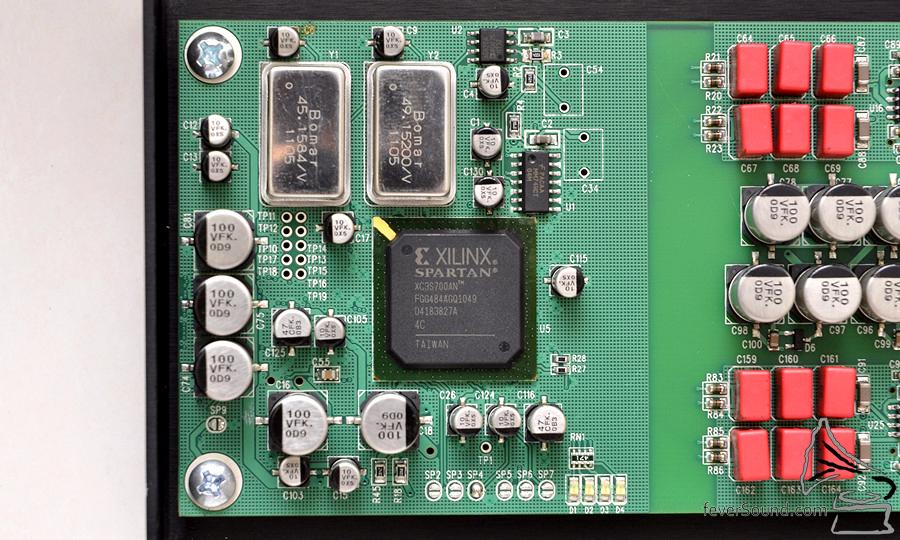 使用 FPGA 自家編寫運算芯片,不假手外人。