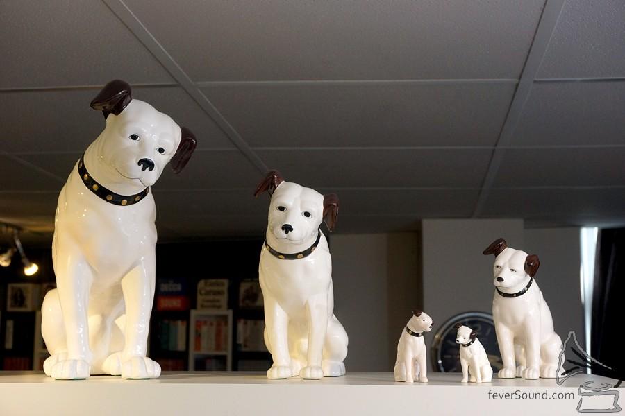 五款 Nipper 陶瓷小狗有貨。
