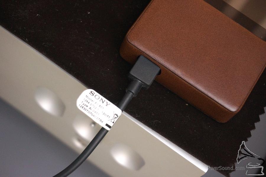 美中不足,手上沒有靚 Micro USB 接線。
