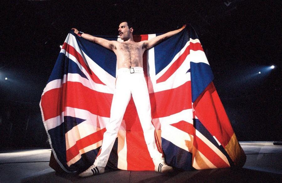 有幾愛國有圖有真相,香港有幾多歌手會真心披住國旗唱歌?