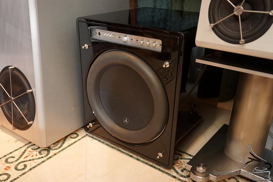 超低音全交給JL的F113處理。