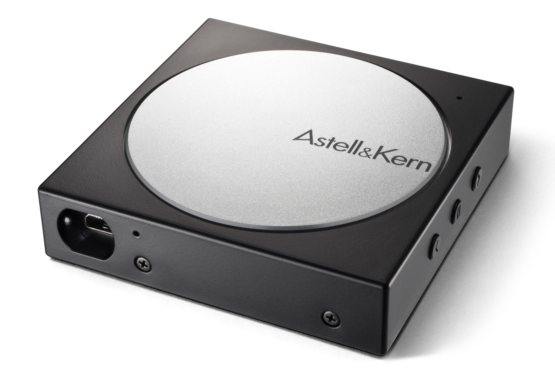 AK10 繼續使用 Micro USB 線接駁,坊間靚廠線難求,DIY 才有。