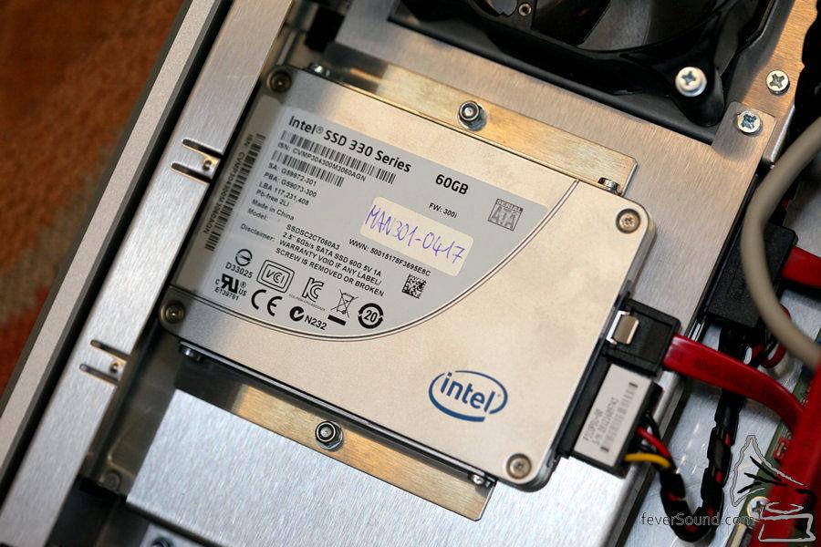 SSD 為作業系統以及緩衝之用。