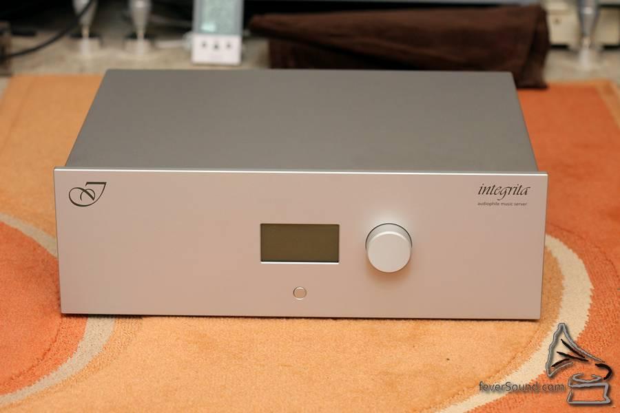 作為一部 NAS,它非常簡約,也實在很似一部音響器材。
