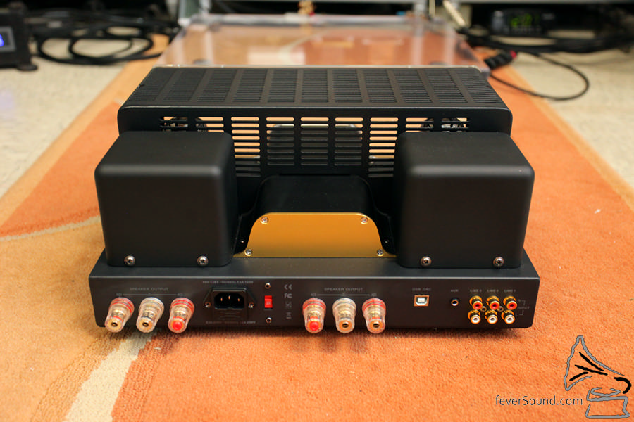 機背設 USB 解碼及耳機插輸入。