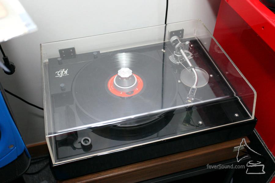 其實後面還有黑膠唱盤 VPI。