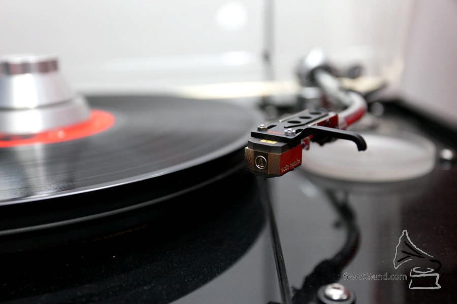 唱頭為日本 Audio Technica。
