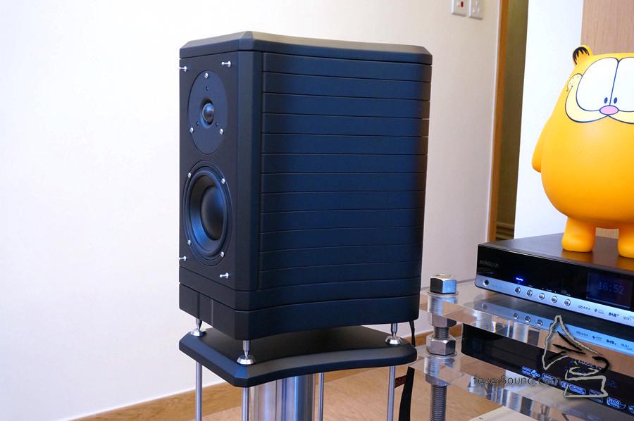特別向廠方訂購的黑色 Eventus 喇叭。