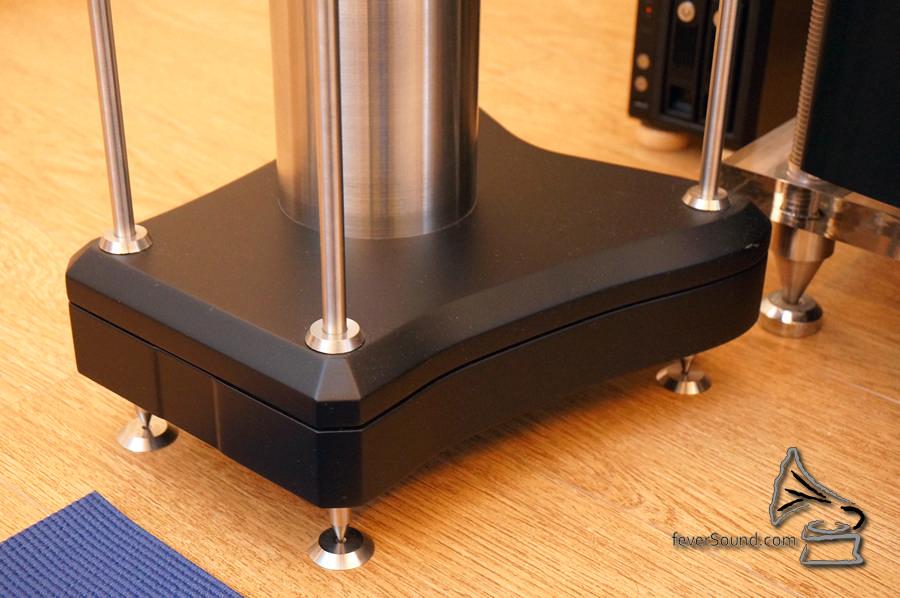原裝腳架,特別留意使用了機械接地設計,更為好聲。