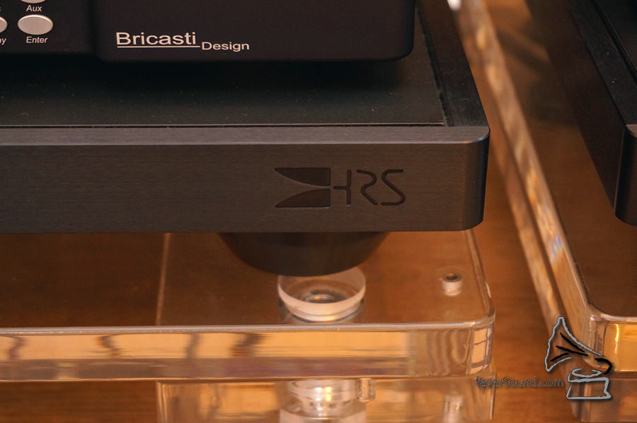 為了進一步加強音效,購入了 HRS 墊板。