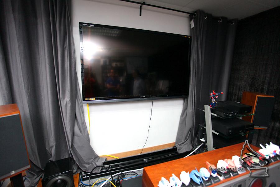 本來已經買了 70 吋電視,但嫌不夠電影感,最終還是加入 80 吋屏幕。