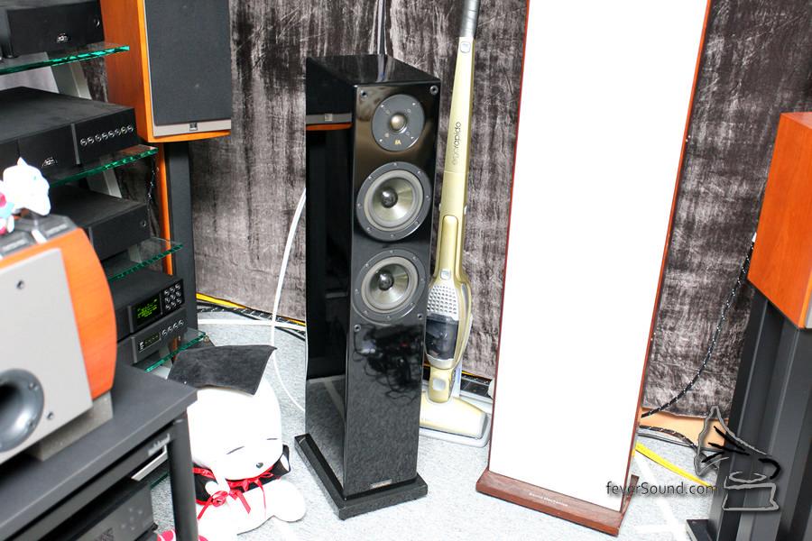 兩聲道聽歌的喇叭為 Focus Audio MT-1。
