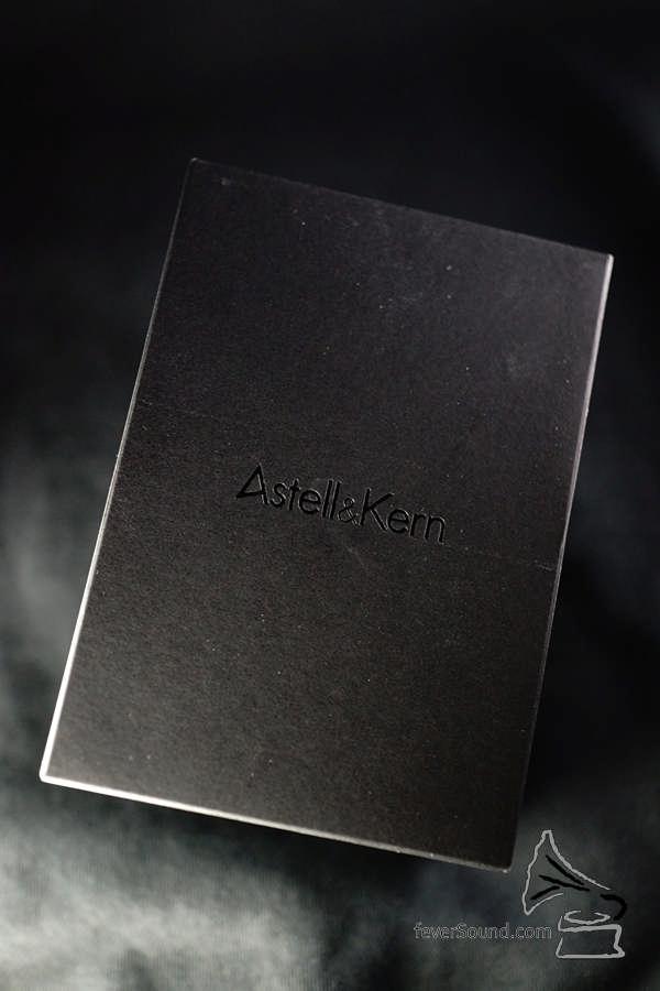 Astell&Kern 出品,用的當然是黑色紙盒包裝。