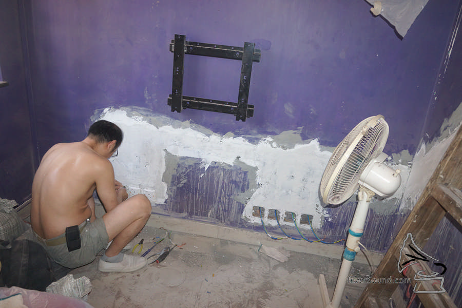 裝修其間要清場給電工及裝修師傅工作。