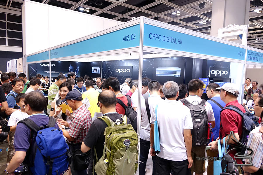 OPPO HK熱鬧到非常,常常擠滿人
