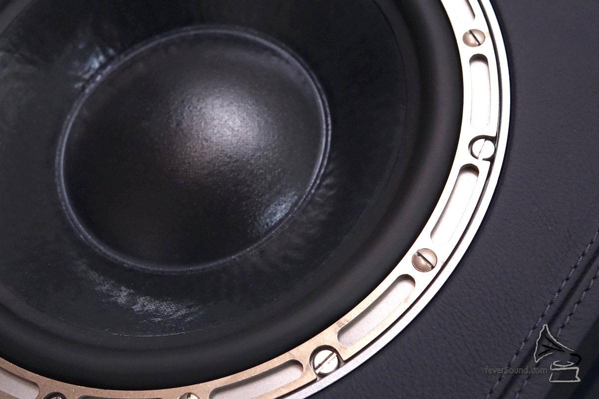 10吋低音,「一字鏍絲」是故意參照舊版而設計