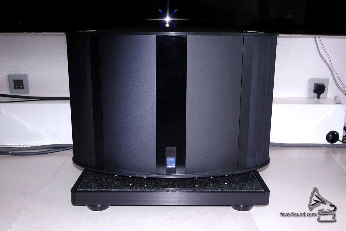 S50是有源設計,但專屬電子分音三路Class AB擴音機是外置的