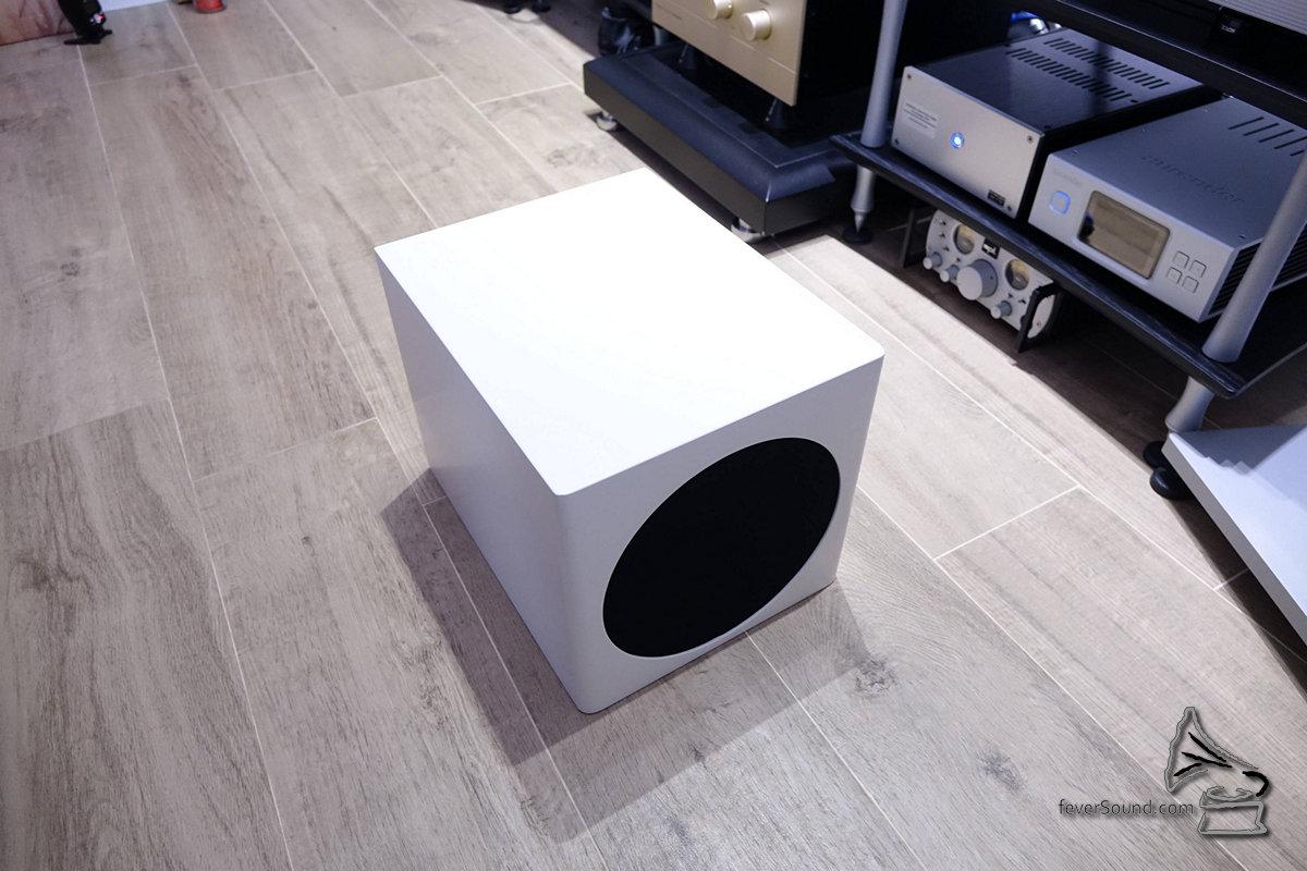 用家可另購低音輔助組件。