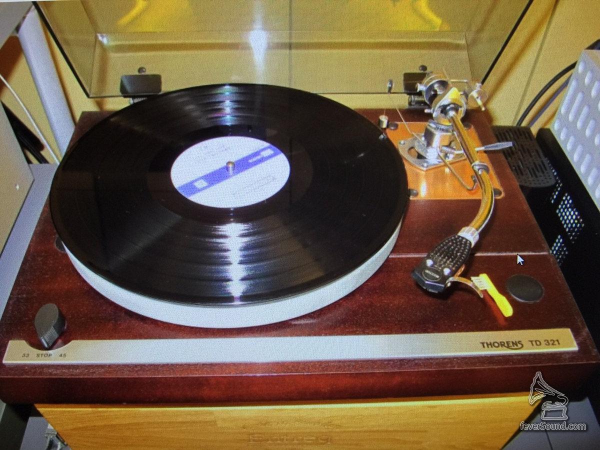 Thorens的TD321黑膠唱盤,至今仍然保留著。