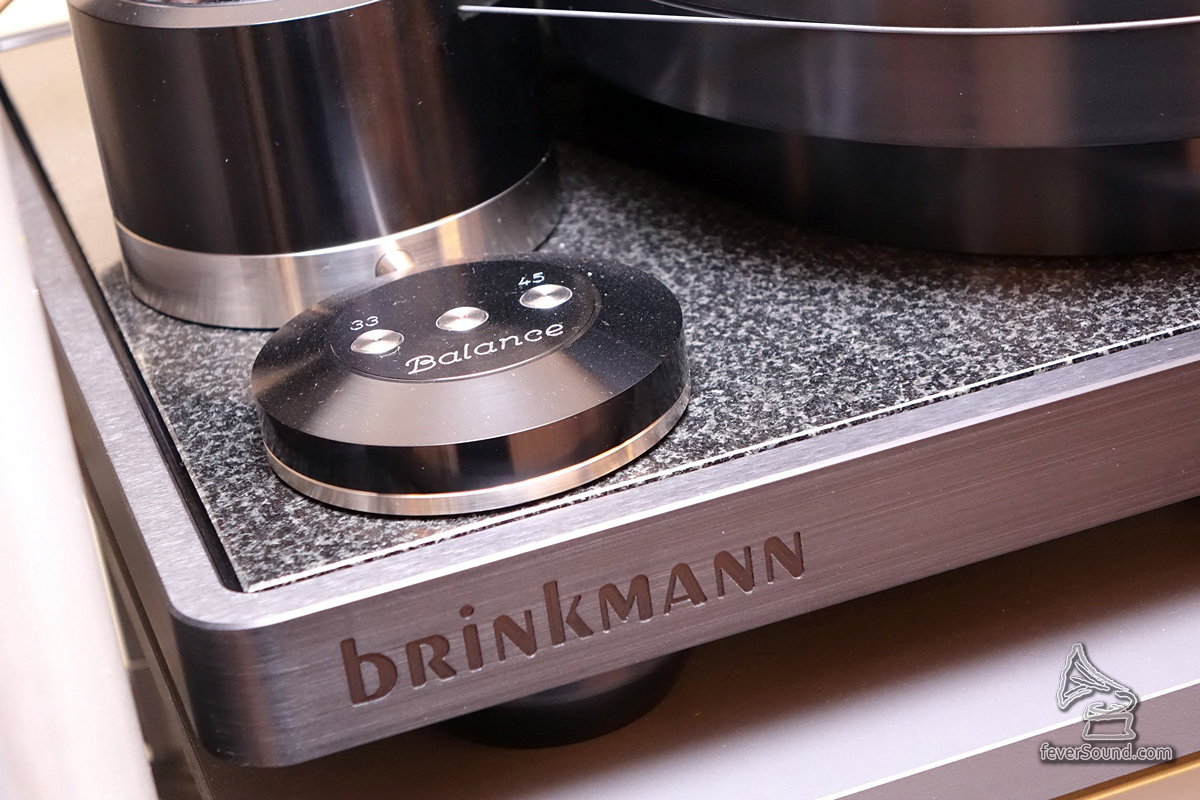 Brinkmann Balance唱盤,製作極其細準,可掛兩支唱臂。