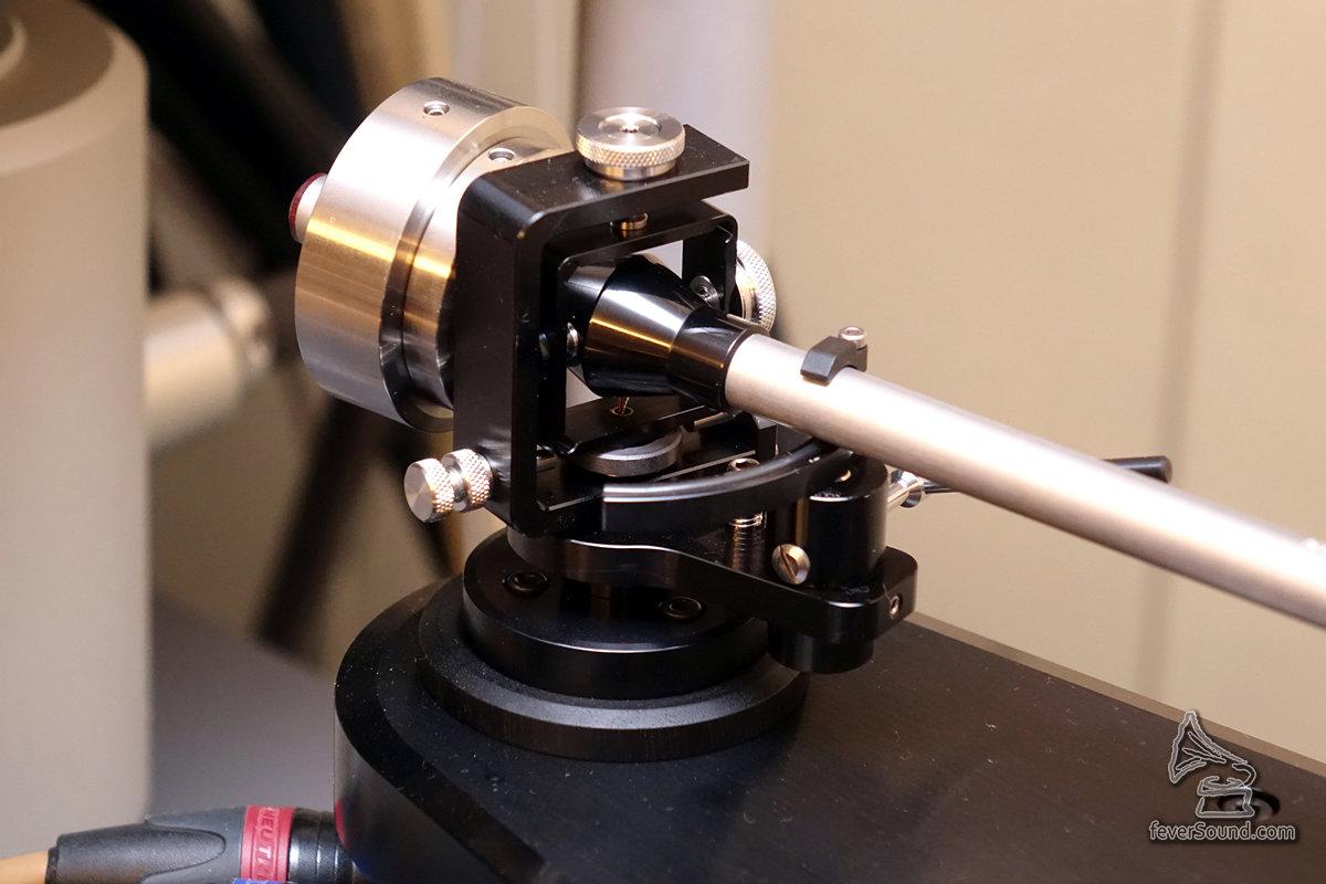 12.1是一支12吋臂,因此安裝在後方這個位置較佳。