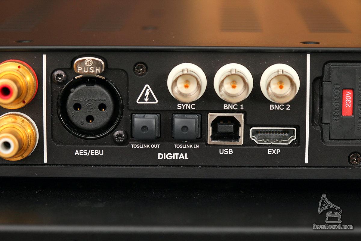輸入非常齊備,HDMI是歌曲資料顯示