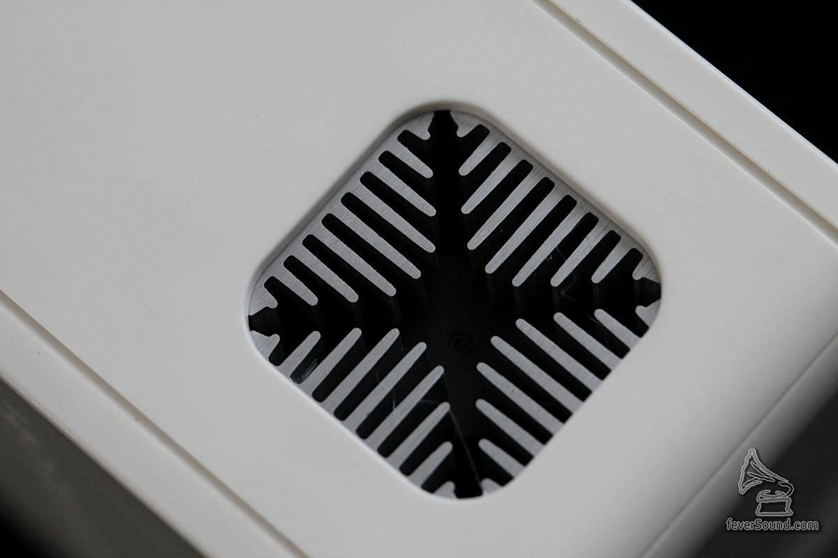 密封金屬散熱器,內置低噪音風扇