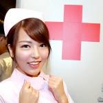 美少女很緊張,因為等住大醫生為各流動裝置「急救」