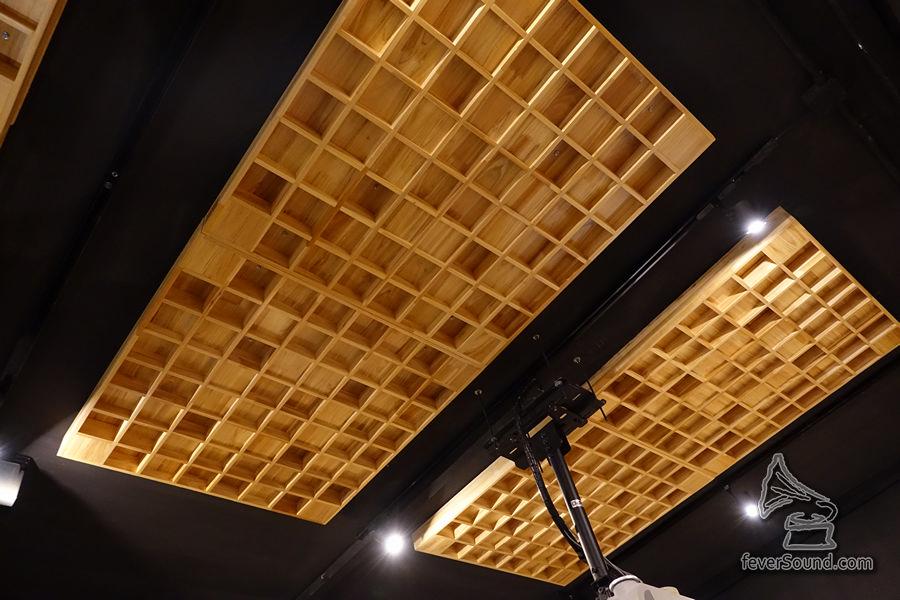天花也做了擴散處理,房間聲音反射聲調到恰到好處