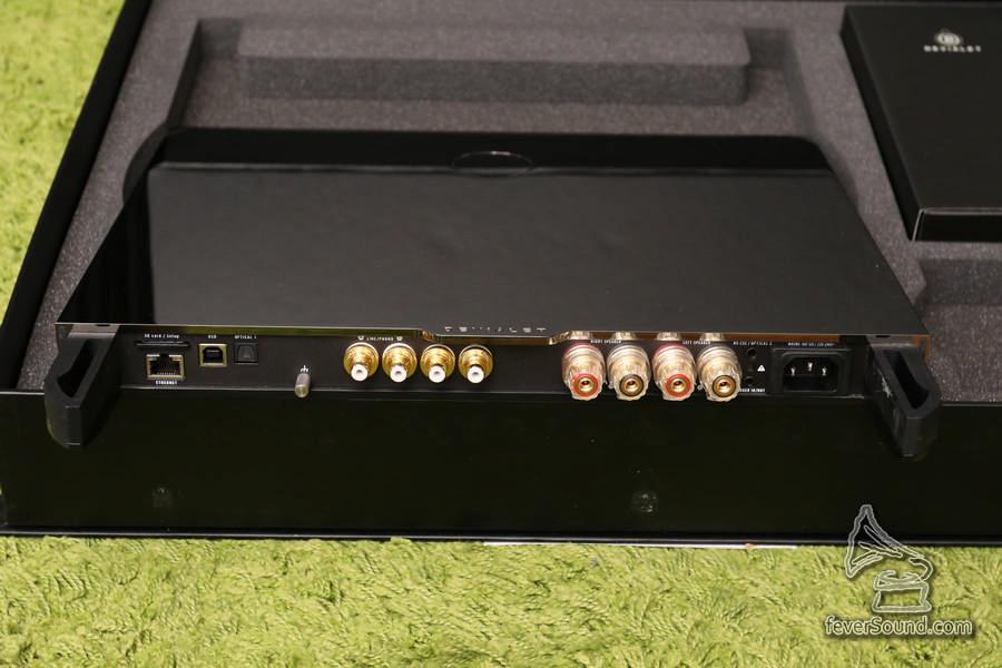 輸入多到不得了,由 USB、串流、光纖、同軸到 RCA 模擬輸入,聲音輸入都是同等高質。