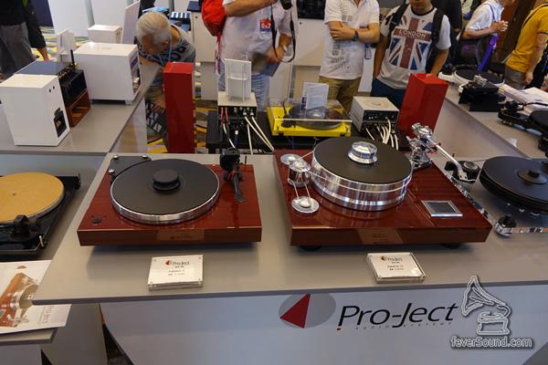 奧地利唱盤大廠 Pro-Ject,今年展出 Signature 12,除了雙摩打及內置 Speed Box 電子控速之外,還有加厚全鋁盤墊,以及全新設計的唱臂,售價HK$88000