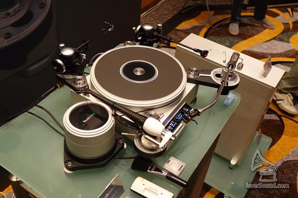 凌智展房有 TechDAS 唱盤,掛四支臂?無問題