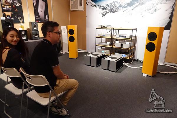 方浪音響 day one 出德國 Manger 喇叭 + 丹麥 Vitus Audio 擴音機,訊源當然是韓國 Aurender N10 加瑞士 Weiss 的 Medus…咪住,聽野果位好熟面口喎…隔離果位係…