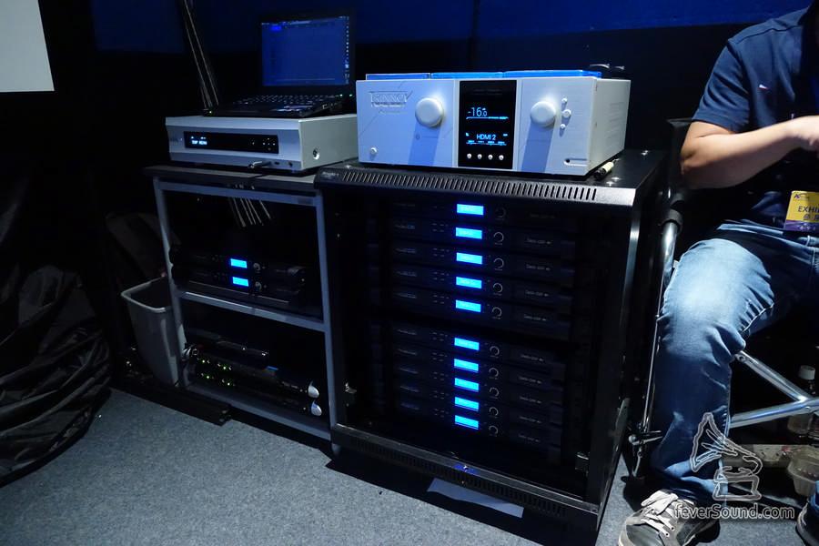 那麼多喇叭,自然要功放!11 部 Procella DA-05DSP、一部 DA-06DSP 同兩部 DA-2800,合共 14 部後級!
