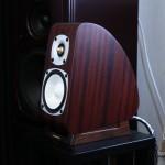 造工彰顯日式精品的細緻,單是這個 Takamine Acoustic 生產的結箱聲箱已經無得彈