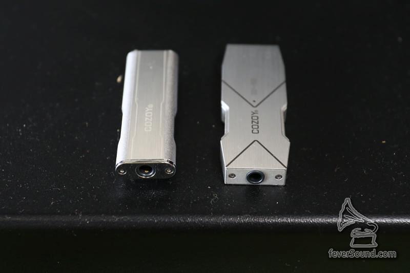 兩代同樣一邊為 3.5mm mini jack 模擬立體聲輸出