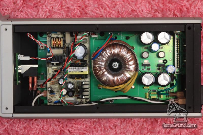 獨立供電 PS-5 機內圖,分開兩部份,環牛為模擬線性供電,左手邊則為低噪音開關供電