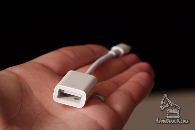 一邊Lightning一邊是USB Port A