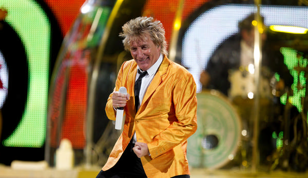 MONTREAL, QUE.: MARCH 1, 2011--Rod Stewart performs at the bell Centre in Montreal Friday April 1, 2011. (Allen McInnis / THE GAZETTE)