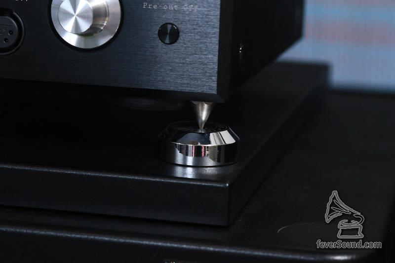 原裝釘腳,可自配釘墊,實試時使用 isoclean 釘墊