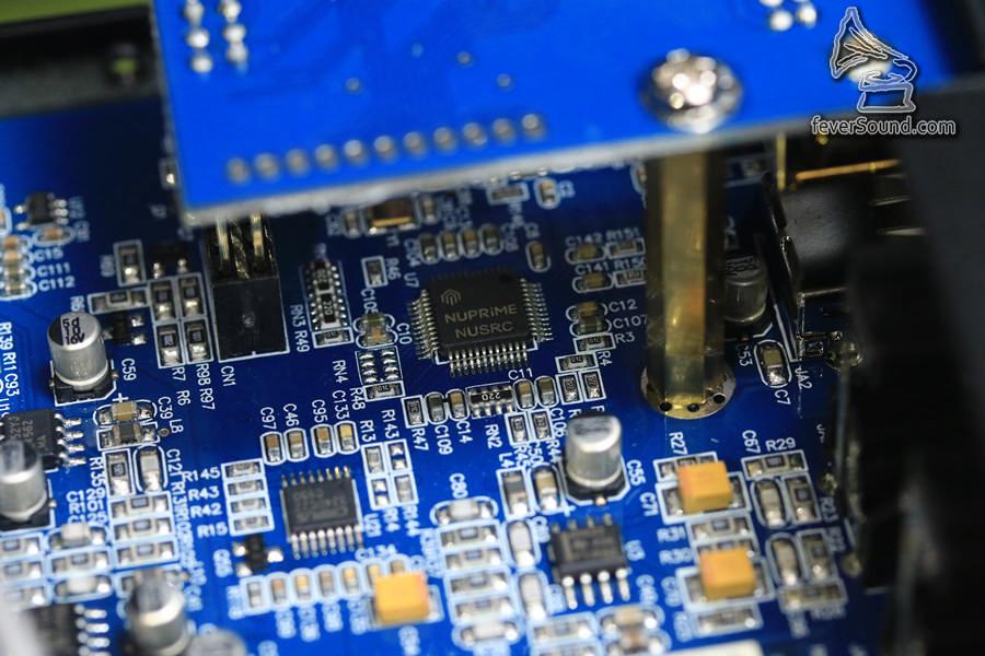 留意,自家運算升頻芯片,經過這一顆芯片作運算之後,才送到ESS芯片處理,以提昇音效。