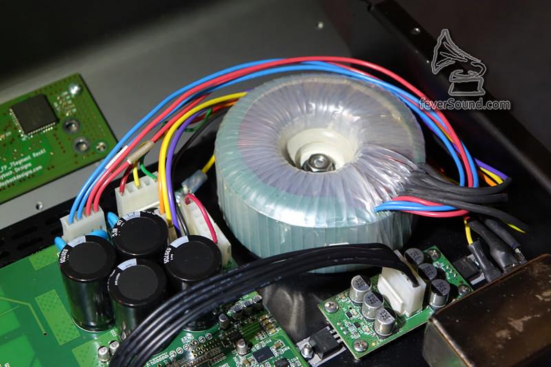 使用環牛供電,比之前「3系」用開關供電好,也使用上IPS-3「內置屏蔽環牛」技術