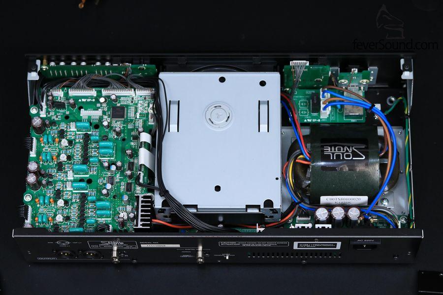 SC1.0機內圖,足料也。留意CD光盤運作頗為安靜,亦不會像Rom Drive般以極高速讀碟
