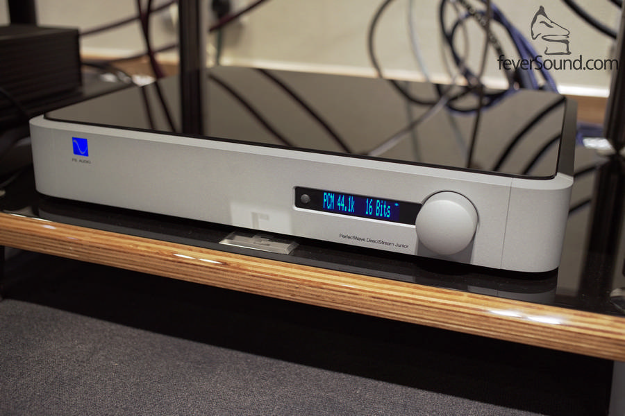 Directstream Junior,硬件一點也輸蝕但面板會變得簡約一點,售價亦更為吸引