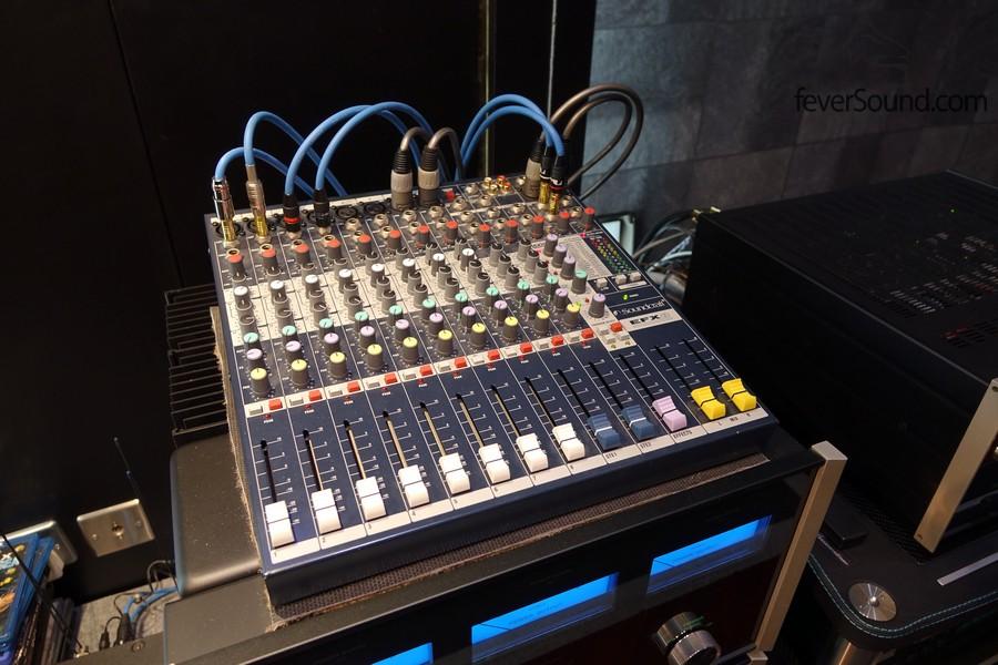 這個 Console 主要為無源超低音使用