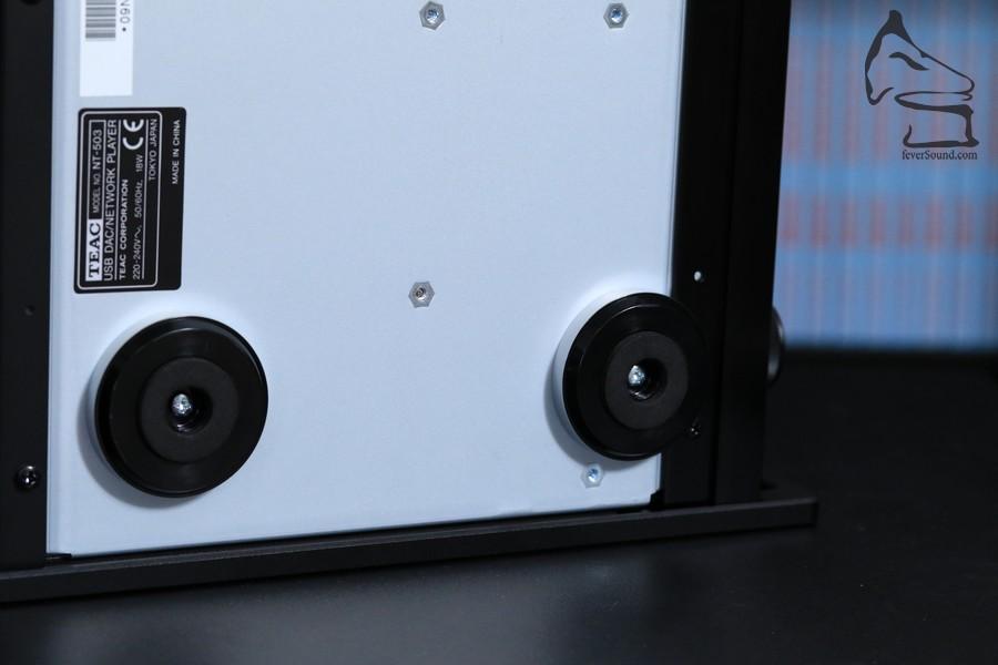 比UD-503減省的,是機腳轉回標準日系機常見的塑料加鋁材機腳