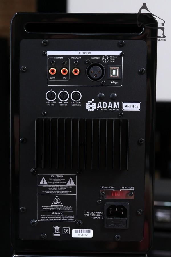Artist 5機背圖,留意低音反射孔設在背面,最好預留一呎低頻呼吸空間